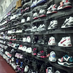 36c73ff06d4 Foot Locker - Shoe Stores - 5 Woodfield Mall