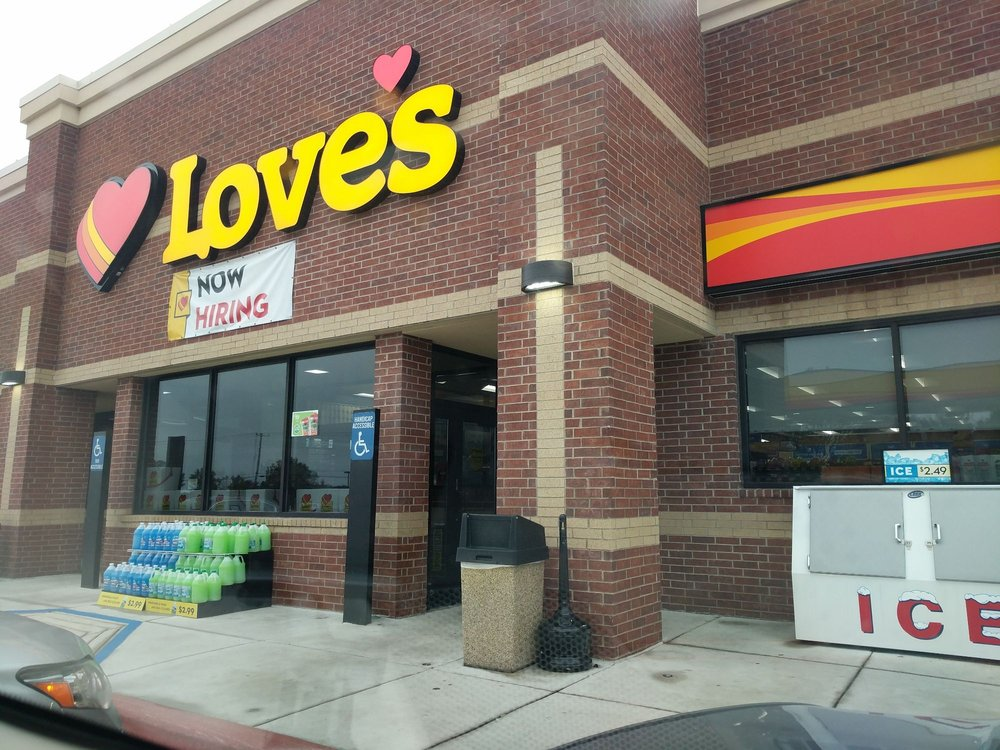 Love's Travel: 6710 South Business Dr, Sheboygan, WI