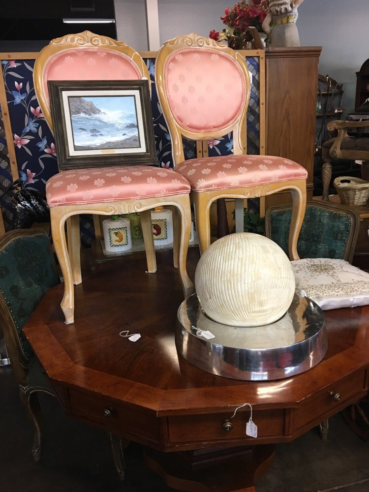Design with Cents Resale Home Furnishings