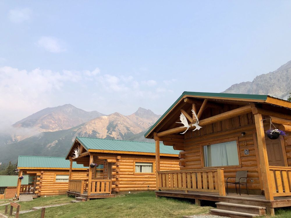 Sheep Mountain Lodge: 17701 W Glenn Hwy, Glacier View, AK