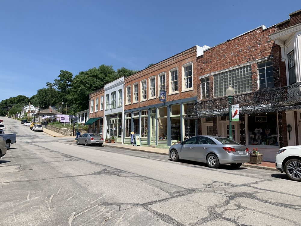 Renditions Polish Pottery: 522 Main St, Weston, MO