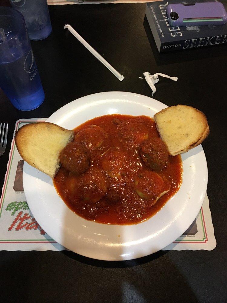Gianni's Pizza & Italian Ristorante: 1233 Vandalia Rd, Hillsboro, IL