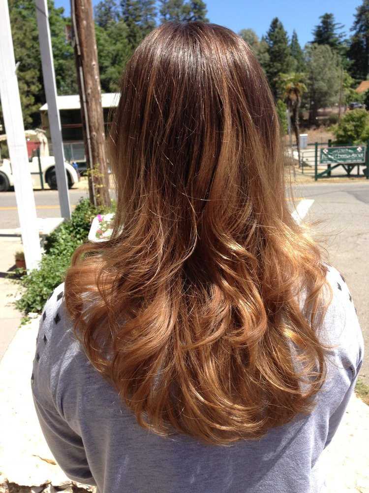 Finesse Salon: 16721 Placer Hills Rd, Meadow Vista, CA