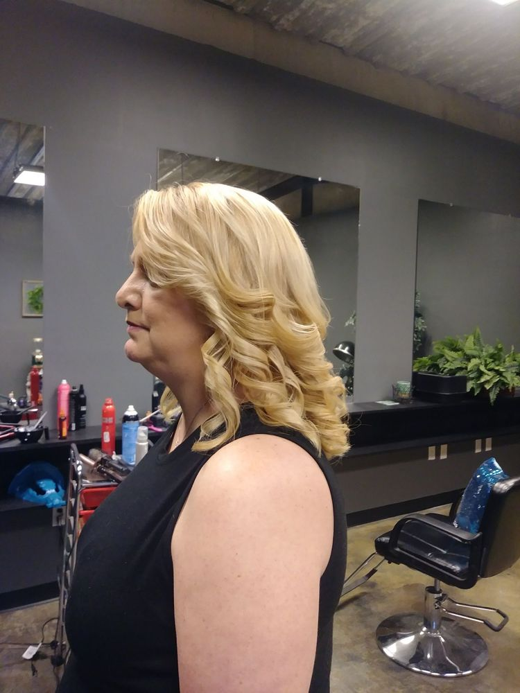 Studio84 Salon & Spa: 807 Donnell Blvd, Daleville, AL