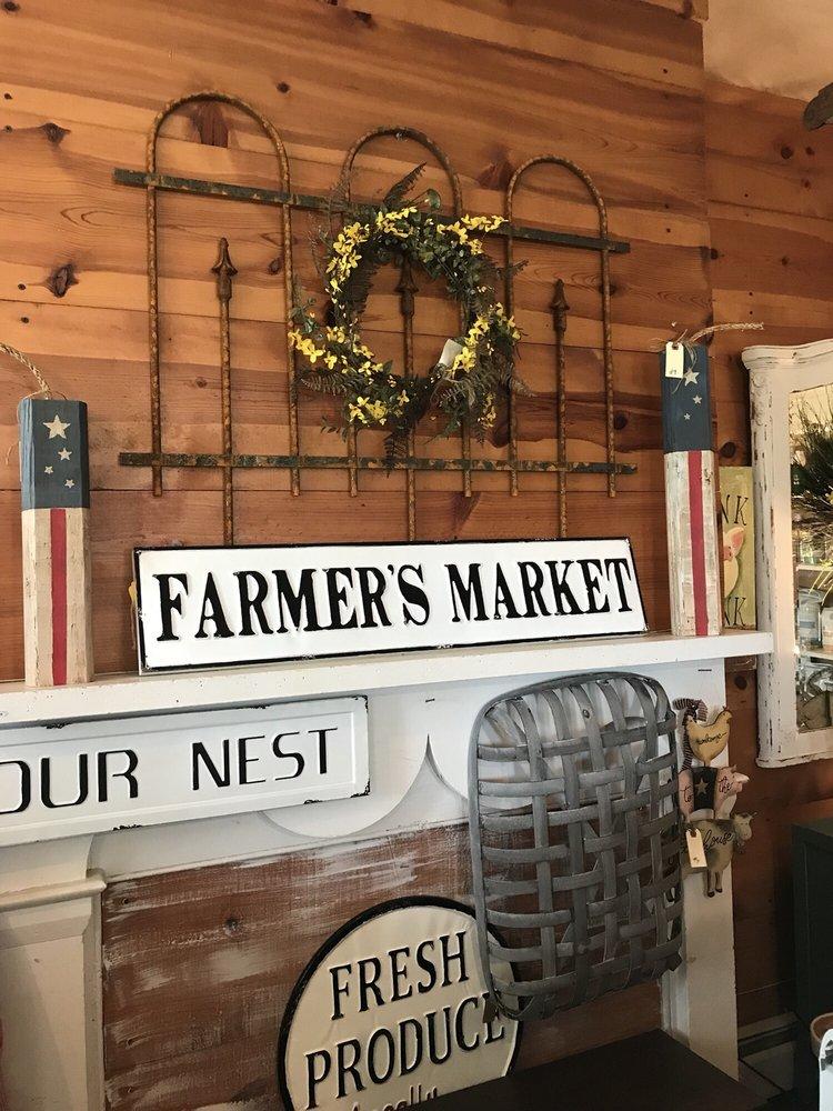 The Vintage Farmhouse: 10322 Coastal Hwy, Milford, DE