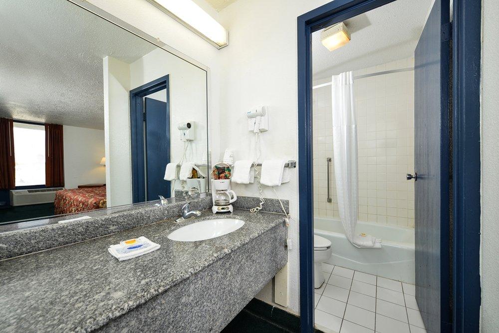 Americas Best Value Inn Port Lavaca: 2100 Highway 35, Port Lavaca, TX