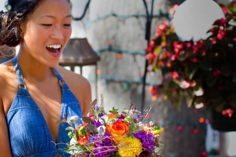 MacKenzie's Flowers: 935 Lovers Ln, Bowling Green, KY