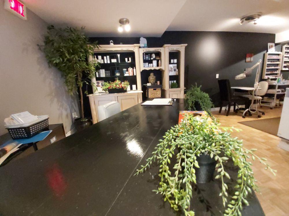 Esthetique Angela Du Village: 338 Lakeshore road, Pointe-Claire, QC