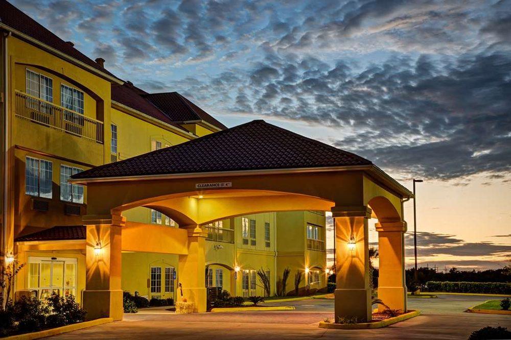 La Quinta by Wyndham Iowa: 204 West Frontage Rd, Iowa, LA