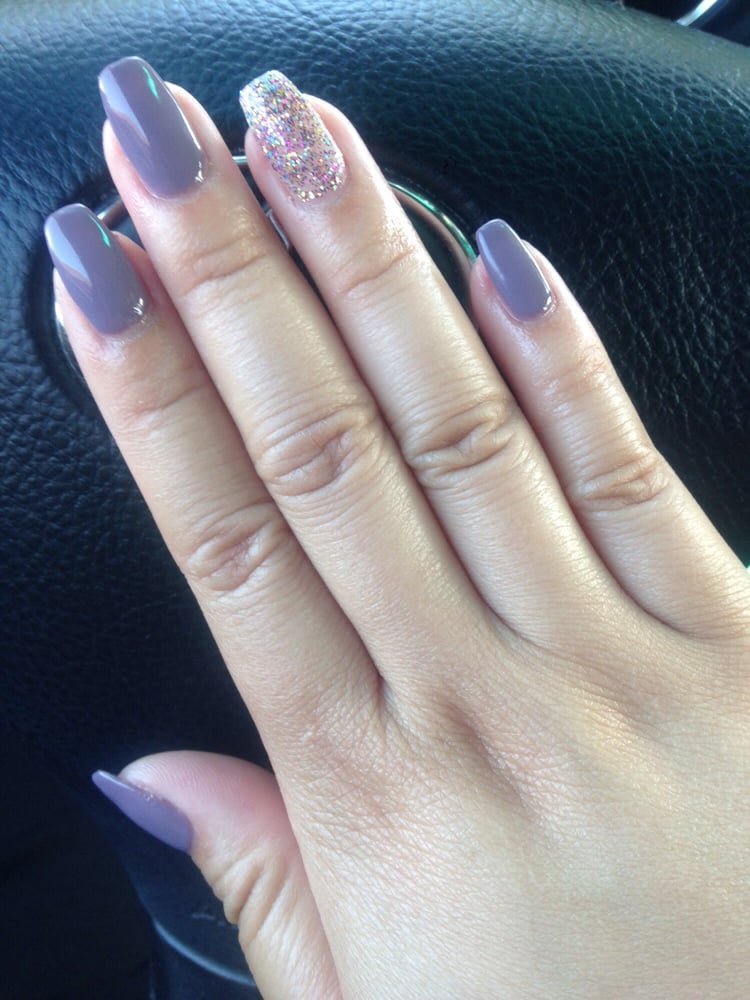 Gel Polish is DND #453 - Plum Wine. Forgot what the ring finger is ...