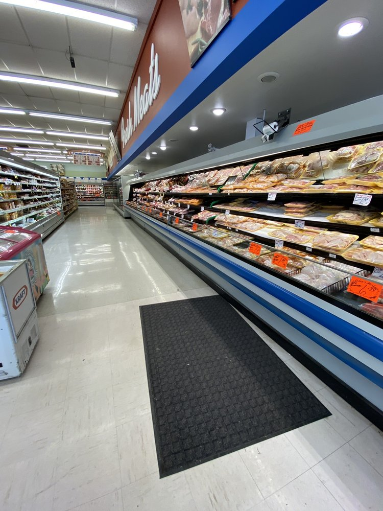 Arlan's Supermarkets: 705 N Travis Ave, Cameron, TX