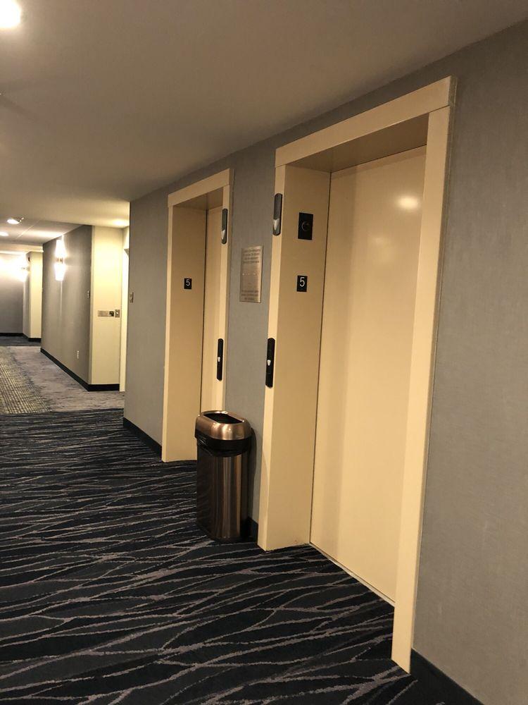 Fairfield Inn & Suites by Marriott Roanoke Salem: 121 Sheraton Drive, Salem, VA