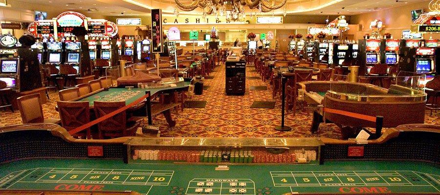 Mark Twain Casino: 104 E Pierce, La Grange, MO