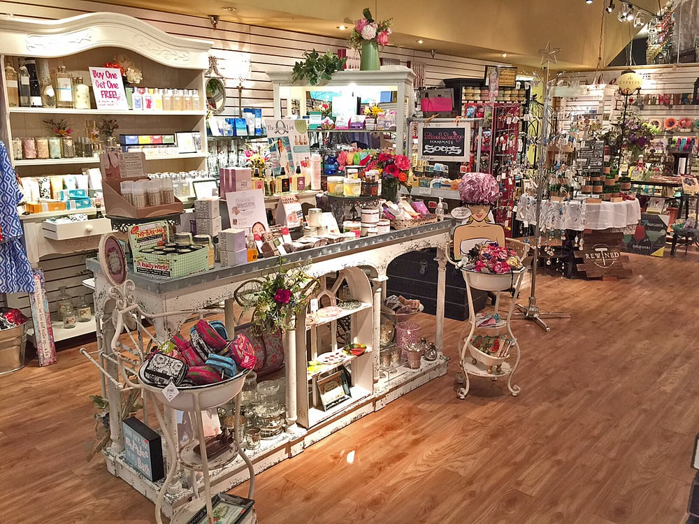 ELLA Boutique: 18469 US Hwy 41 N, Lutz, FL