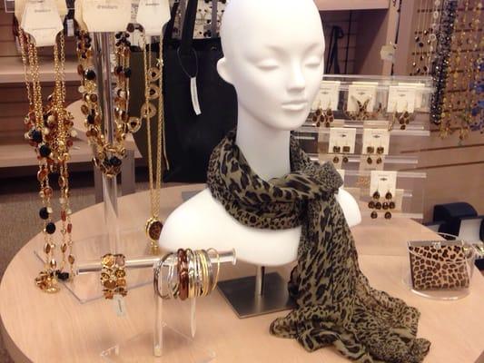b0204936879fb Dress Barn 43 Coliseum Xing Hampton, VA Accessories Fashion - MapQuest