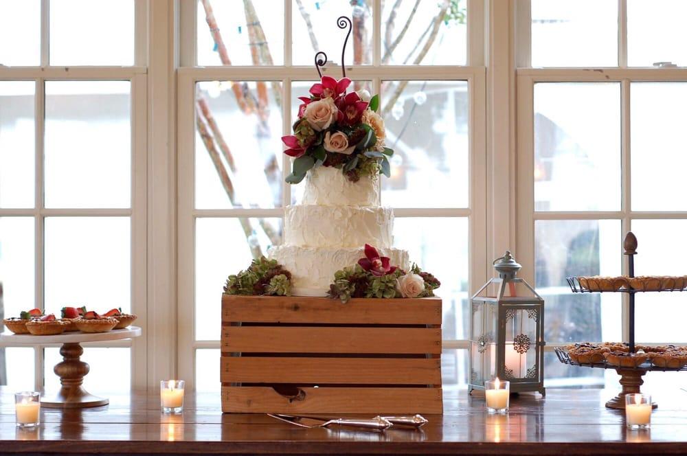 Herndon Florist, Inc: 716 Lynn St, Herndon, VA