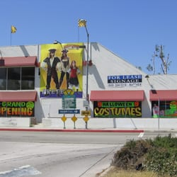 Halloween Adventure Store Lukket Kostumer 210 N Sunset Ave West Covina Ca Usa