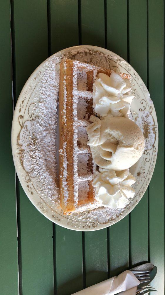 Lynns Ice Cream & Belgian Waffles: 2028 Hwy 44 W, Inverness, FL