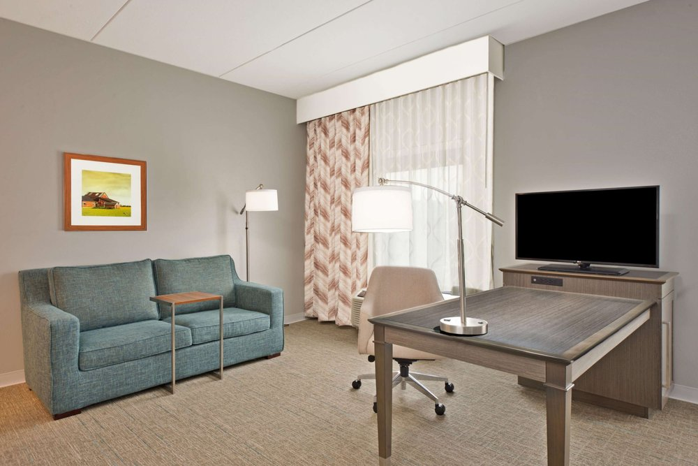 Hampton Inn & Suites North Huntingdon-Irwin: 8441 Country Club Dr, North Huntingdon, PA