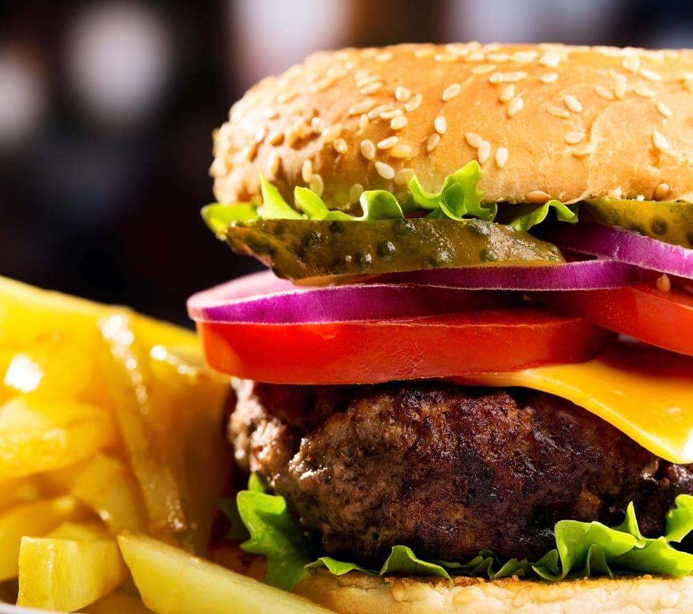 Beef 'O' Brady's: 2743 Montgomery Hwy, Dothan, AL