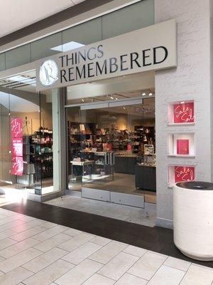 Things Remembered 455 Los Cerritos Mall Cerritos, CA Gift Shops