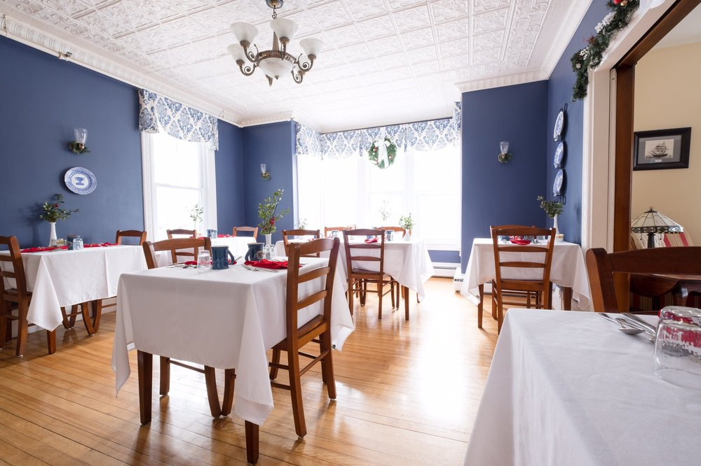 Brewster House Bed & Breakfast: 180 Main St, Freeport, ME