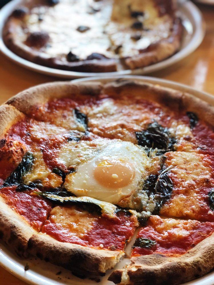 Diavola Pizzeria: 21021 Geyserville Ave, Geyserville, CA