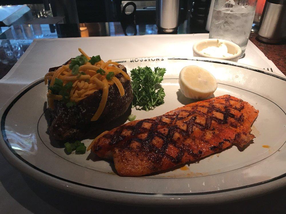 Houstons Restaurant Memphis