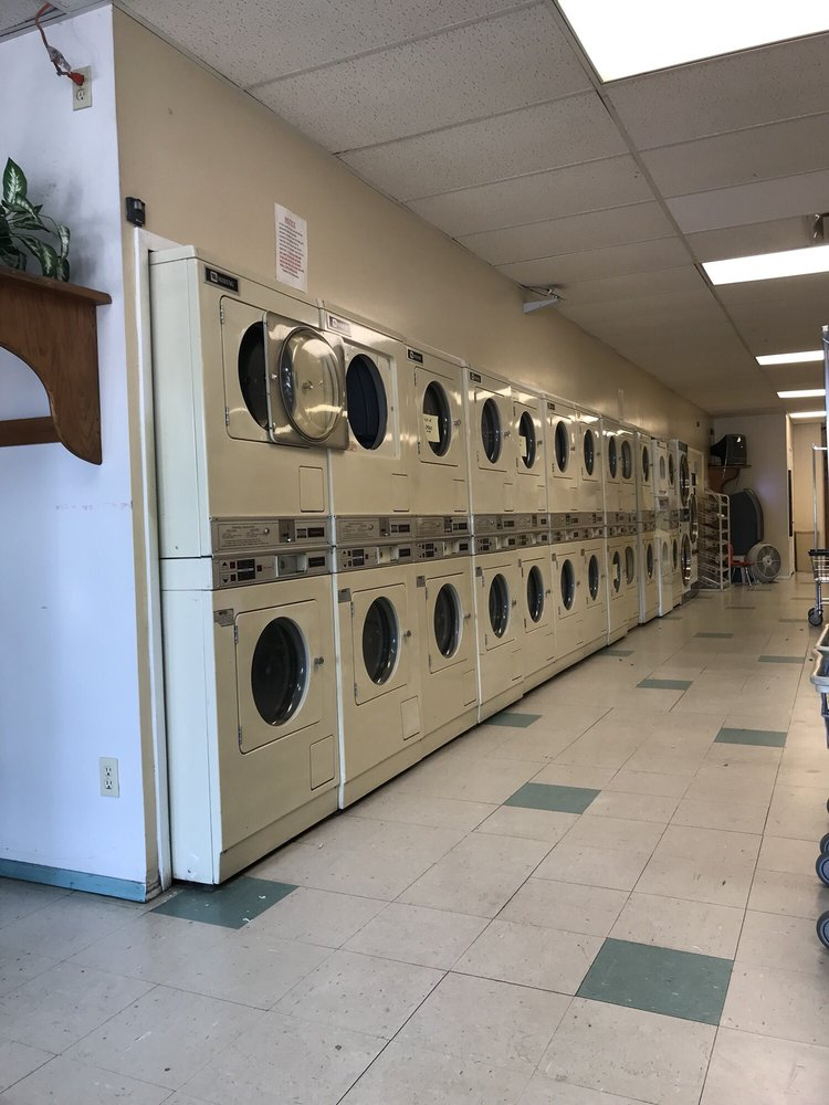 Olde Towne Coin Laundry: 2247 Franklin St, Bellevue, NE