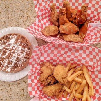 Mr Wonderfuls Chicken And Waffles 26 Photos 19 Reviews Food