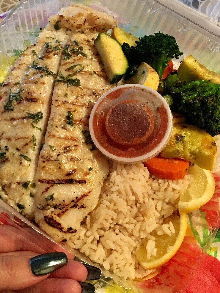 White fish with creamy garlic sauce rice and grilled for Seasalt fish grill