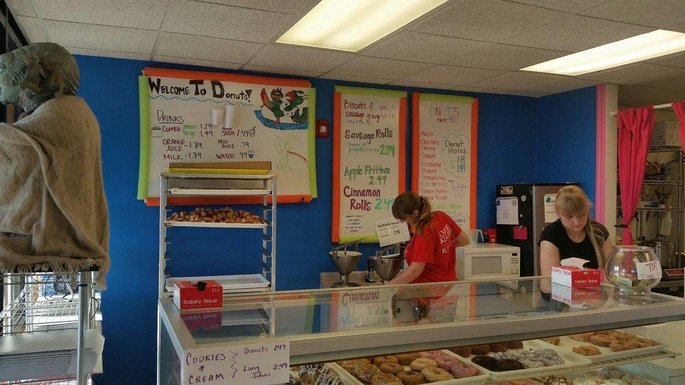 Donuts Of Manhattan: 2307 Tuttle Creek Blvd, Manhattan, KS