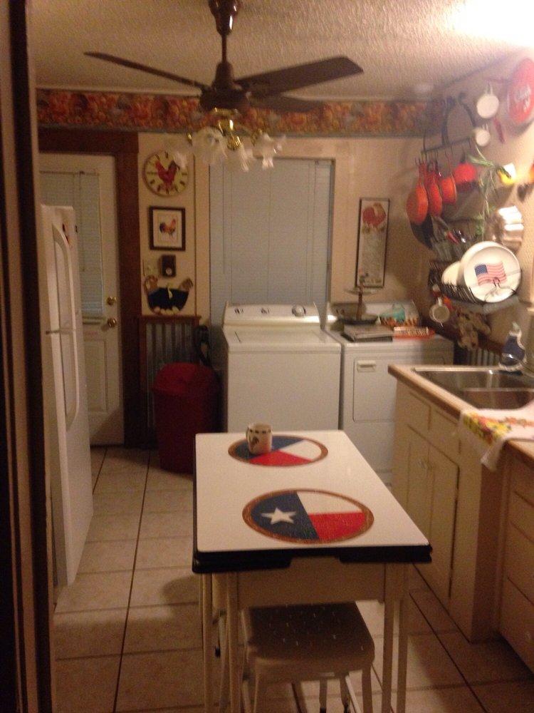 Ann's Bed & Breakfast: 325 N Walnut St, Albany, TX