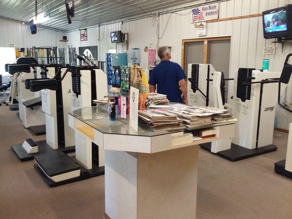 Gale's Gym: 1379 Industrial Park Dr, Edmore, MI
