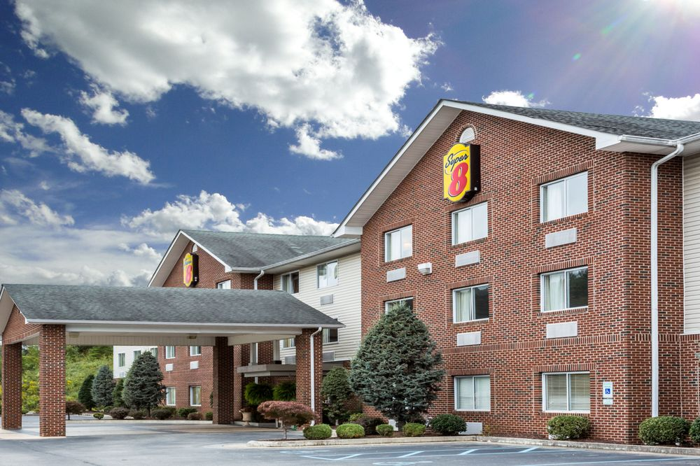 Super 8 by Wyndham Huntington WV: 3090 16th Street Road, Huntington, WV