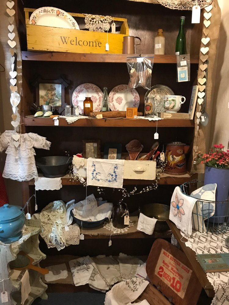 Beaufort Antiques: 126 Turner St, Beaufort, NC