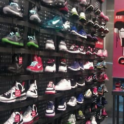 Braintree Mall Shoe Stores