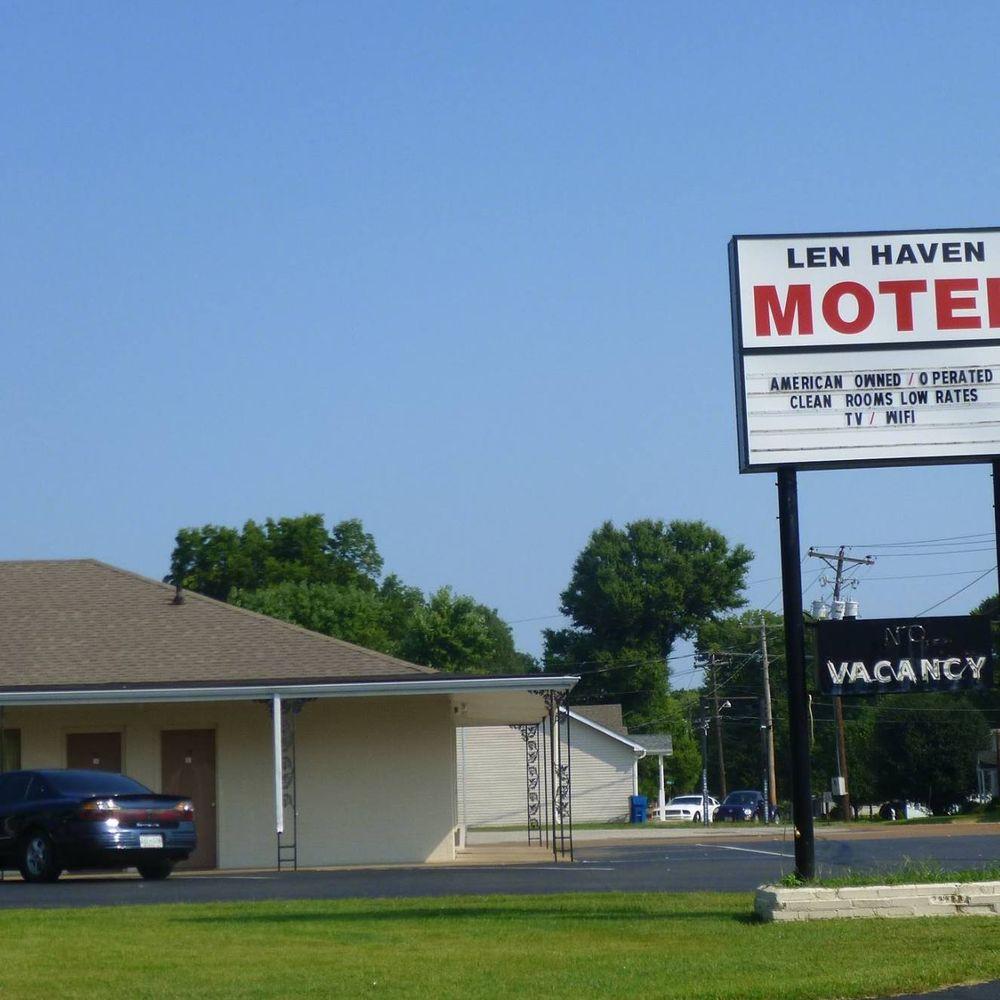 Len Haven Motel & Apartments: 551 Elm St, Martin, TN