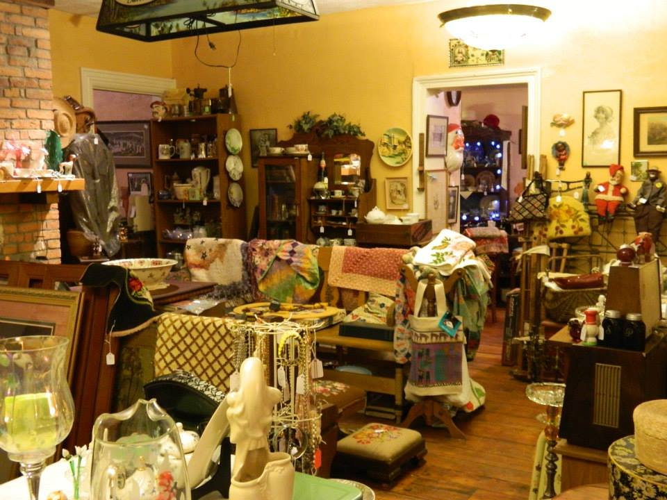 Akulina's Antiques: 260 13th St, Ambridge, PA