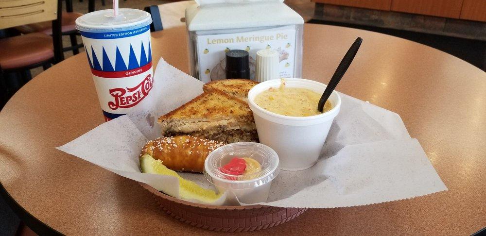 Servatii Pastry & Cafe: 8315 Beechmont Ave, Cincinnati, OH