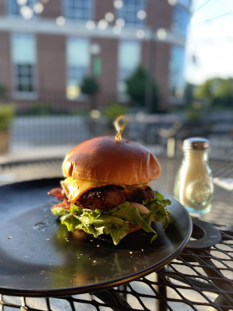 Charred Oak Whiskey Grill: 305 E Mt Vernon St, Somerset, KY