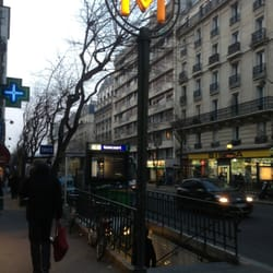 Métro Goncourt - Public Transportation - Rue du Faubourg du Temple ...