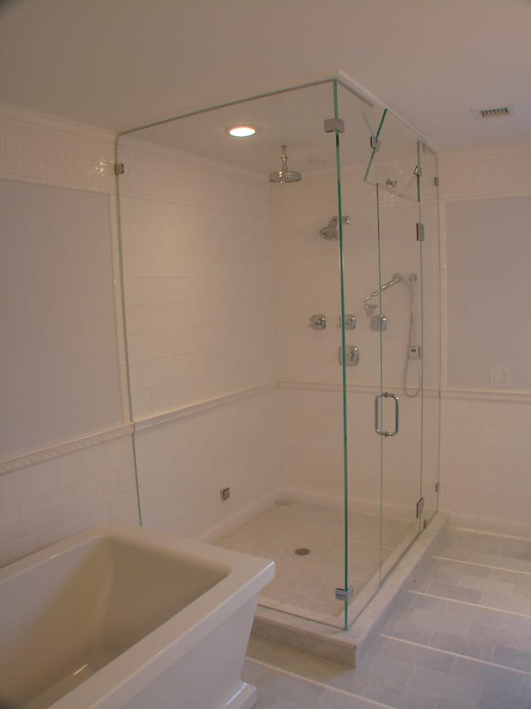 Corner glass steam shower with ultra clear starphire glass, glass to ...