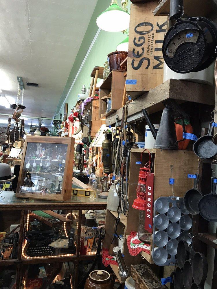 Craigs Antiques: 1409 Adams Ave, La Grande, OR