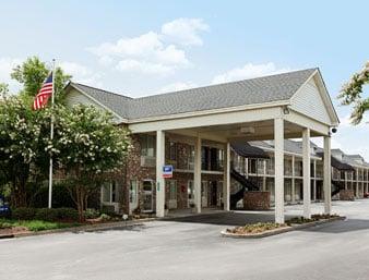 Days Inn by Wyndham Manning: 2825 Paxville Highway, Manning, SC