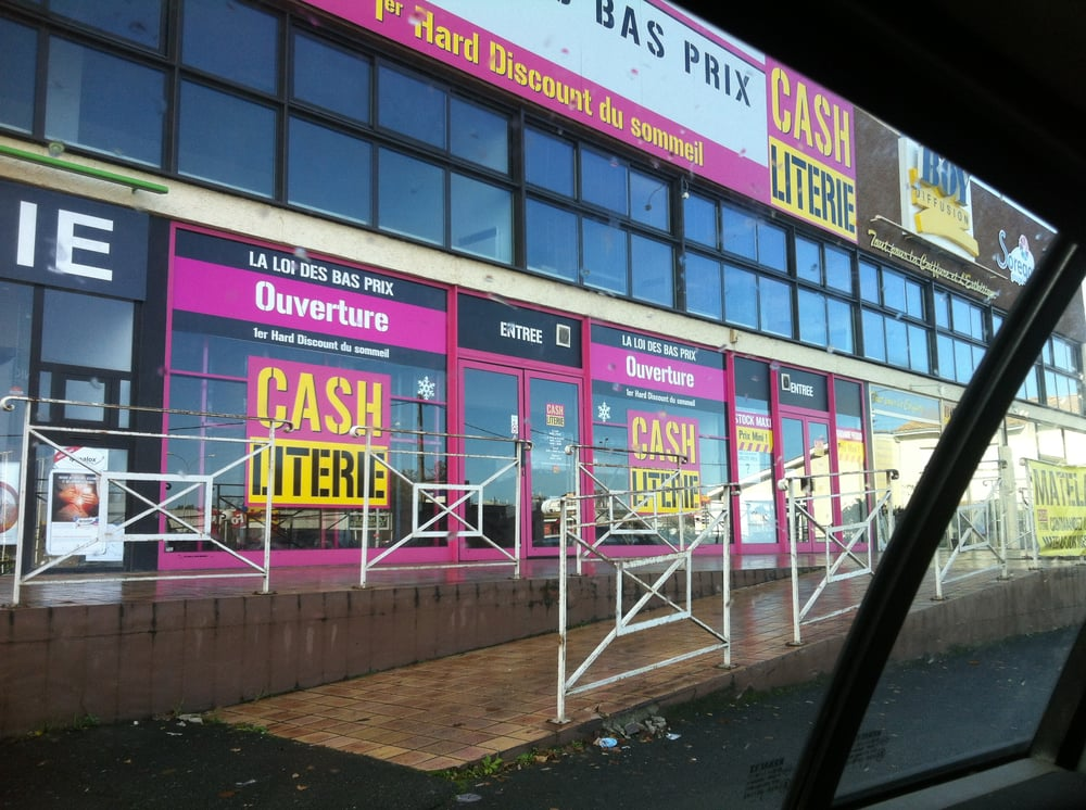 Cash literie magasin discount 451 route de toulouse for Cash piscine niort telephone