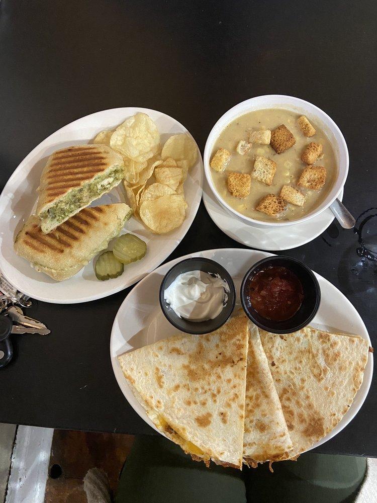 StoneHouse Cafe: 2415 W Main St, Ephrata, PA