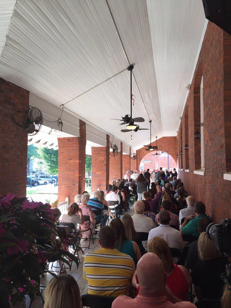Belmont Inn: 104 E Pickens St, Abbeville, SC