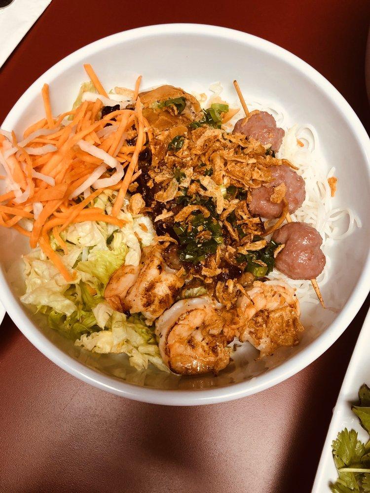 PhoHolic Taste of Vietnam: 309 E Central Entrance, Duluth, MN