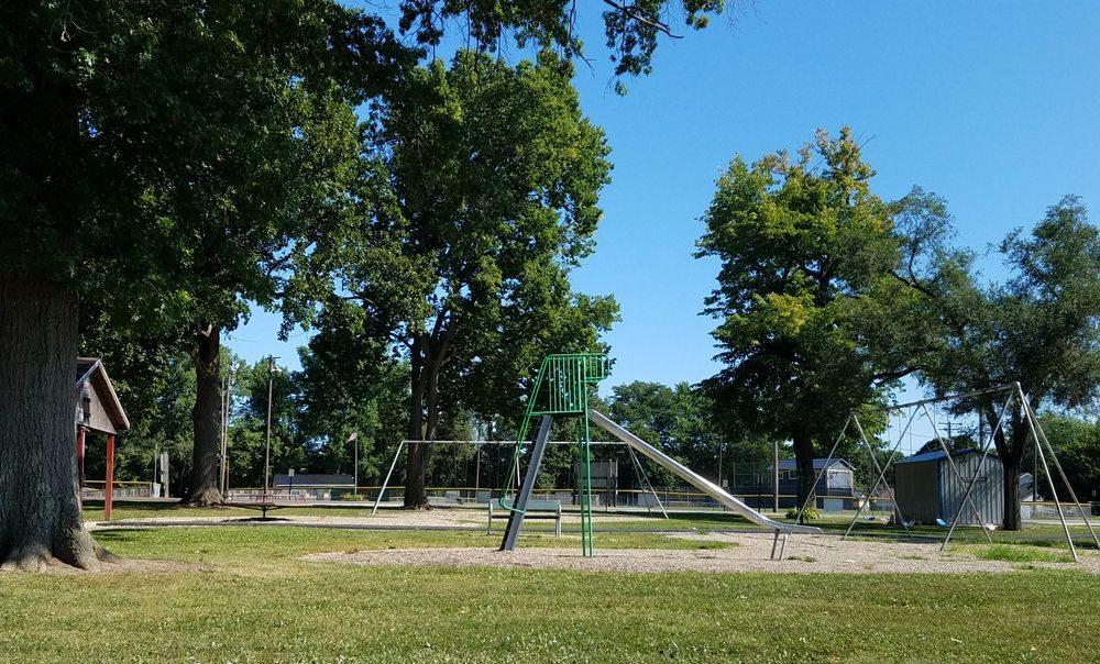 Sportland Park: 615 S 10th St, Clinton, IN
